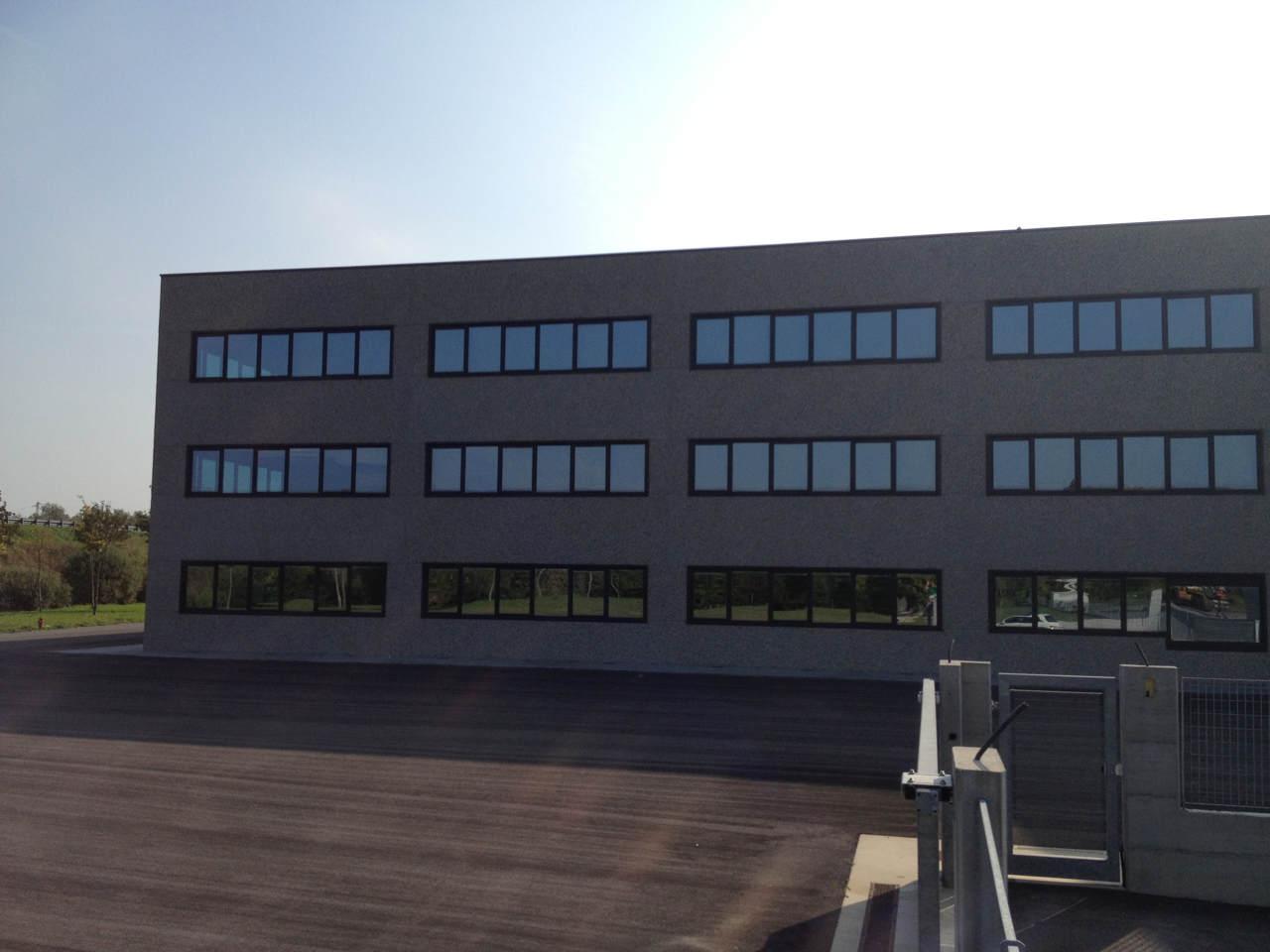 Contatti Ufficio Linea Emme Serramenti Realizzazioni In Pvc Finestre E Porte 64